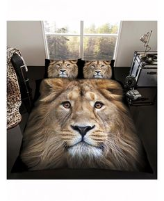 This stunning Lion Single Duvet Cover and Pillowcase Set is made from a polycotton blend and is reversible too.
