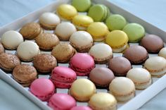 Lovely Luxemburgerli – Lifeovereasy they are so unbelievable yummy! Macaroons, Mini Cupcakes, Restaurant, Zurich, Luxury Travel, Desserts, Food, Macaroni Pasta, Tailgate Desserts