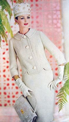 1962 A gorgeous two piece white suit... with that peter pan collar... and three quarter length sleeves.