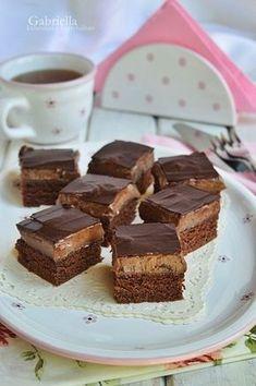 Gabriella kalandjai a konyhában :) No Bake Desserts, Easy Desserts, Delicious Desserts, Yummy Food, Sweet Recipes, Cake Recipes, Dessert Recipes, Peach Yogurt Cake, Hungarian Recipes