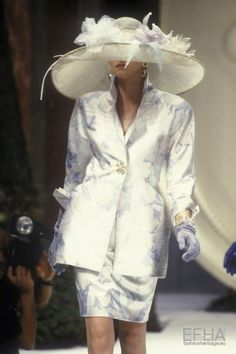 Image from object titled 'Christian Dior, Spring-Summer Couture' Diva Fashion, 90s Fashion, Fashion Show, Vintage Fashion, Womens Fashion, Fashion Design, Vintage Couture, Christian Dior Designer, Christian Dior Vintage