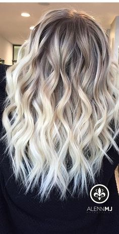 Haar ideen How To Choose the Perfect Hair Cut For Young Girls Your daughter or the significant littl Hair Color And Cut, Ombre Hair Color, Hair Color Balayage, Hair Highlights, Honey Balayage, Brown Balayage, Blonde Hair Looks, Brown Blonde Hair, Baylage Blonde