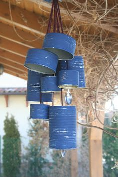 Make a wind chime from recycled tins : August is here and so is the wind, so why not make your own wind chimes out of spoons, tin cans and string and let the sounds soothe you. Aluminum Can Crafts, Tin Can Crafts, Kids Crafts, Recycled Tin Cans, Recycled Art, Carillons Diy, Wind Charm, Tin Can Art, Recycle Cans