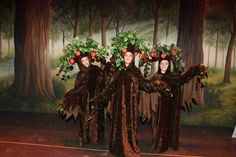 Apple Trees The Wizard of Oz Ovations Dance Repertory Company Wizard Of Oz Costumes Diy, Diy Halloween Costumes, Halloween Crafts, Movie Costumes, Wizard Of Oz Play, Wizard Of Oz Musical, Crow Costume, Great Costume Ideas, Christmas Pageant