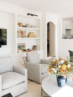 Home Living Room, Living Room Designs, Living Room Decor, Living Spaces, Bedroom Decor, Living Room Chairs, Apartment Living, Interior Minimalista, Family Room Design