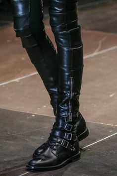Saint Laurent Fall 2013 Ready-to-Wear Fashion Show Details - Black leather pants with zippers & black ankle boots with buckles Sport Chic, Dark Fashion, Gothic Fashion, Fashion Shoes, Botas Goth, Corsets, Leather Boots, Black Leather, Leather Trousers