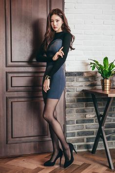 Black tights and stockings. Pantyhose Outfits, Nylons, Tight Dresses, Sexy Dresses, Asian Fashion, Girl Fashion, Girls In Mini Skirts, Good Looking Women, Beautiful Asian Women