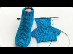 Cheveux chaussettes chaussettes modèle / chaussettes hommes et femmes faisant / comment faire chaussons / chaussettes tricot crochet - Вязание крючком - Knitted Booties, Knit Boots, Knitted Slippers, Slipper Socks, Baby Booties, Baby Shoes, Knitting Socks, Free Knitting, Half Socks