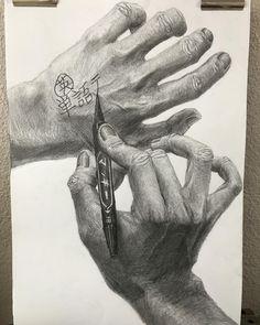 """なう岡 on Instagram: """"「筆記用具を使う両手」 、 デッサン 1位タイ B+ 色彩構成 3位タイ B 、 順位の合計的に私大平面総合優勝だと思います やったあ!?!!?!?!!?!!!!?!?!"""" Graphite Drawings, Pencil Drawings, Art Drawings, Charcoal Sketch, Ap Studio Art, Art Lesson Plans, Nice To Meet, White Art, Figure Drawing"""