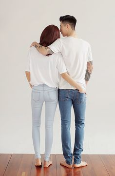 Such a cute pic. Basic white shirt and jeans. Perfect for an engagement photo maybe. Matching Couple Outfits, Matching Couples, Cute Couples, Korea Fashion, Asian Fashion, Style Feminin, My Sun And Stars, Korean Couple, Ulzzang Couple