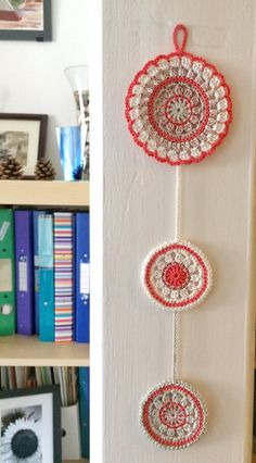 This gorgeous wall pendant is composed by 3 mandala coasters made in 100% cotton yarn. The crochet pattern is based on Made in K-town by Barbara Smith and you can find it here: http://made-in-k-town.blogspot.co.uk/2012/05/little-spring-mandala.html. All my creations are one of a