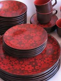 Crown Lynn Echo Designer : Mark Cleverly hard to find this in a good condition Kitchenware, Tableware, Dinner Sets, Dinner Plates, Dinnerware, Pottery, Lunch, Crown, Snacks