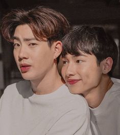 Off Jumpol ( & Gun Atthaphan ( × cr. to the owner Korean Couple, Best Couple, Gay Lindo, Tumblr Gay, Theory Of Love, Cute Gay Couples, Cute Actors, Thai Drama, Secret Love
