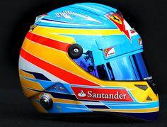 Fernando Alonso siempre luciendo la bandera de España en su casco