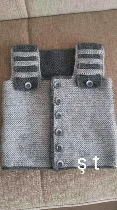 The most beautiful baby weaves for boys and girls, baby hats with captions . The most beautiful baby weaves for boys and girls, baby hats with captions … Baby Sweater Knitting Pattern, Knitted Baby Cardigan, Knitted Headband, Baby Knitting Patterns, Denim Tote Bags, Crochet For Boys, Free Baby Stuff, Baby Sweaters, Couture