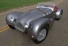 Dave Hans's 1950 Allard J2 with prototype full wings, which appeared at the 2011 Glenmoor Gathering