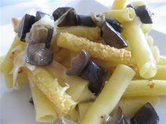 Pasta melanzane e mozzarella Mozzarella, Waffles, Food And Drink, Pizza, Breakfast, Cooking, Morning Coffee, Kitchen, Waffle
