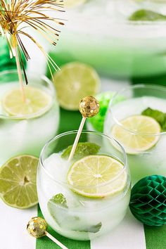 Looking For St. Patrick's Day Ideas For The Whole Family? Check out these Irish dinner ideas, St. Patrick's drinks, outfits and kids crafts! Punch Recipes, Alcohol Recipes, Drink Recipes, Irish Dinner, Sherbet Punch, St Patricks Day Drinks, Food Stamps, Frozen Drinks, Summer Drinks