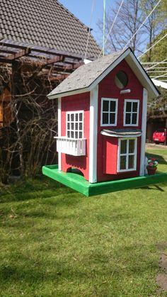 Kleines  Vogelfutterhaus