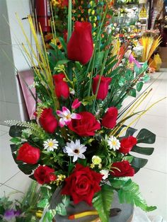 Ikebana, Happy Birthday Picture Quotes, Wedding Decorations, Table Decorations, Online Gifts, Rose Buds, Silk Flowers, Floral Arrangements, Backdrops