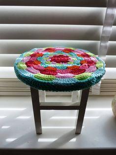 Ilona's blog: Krukje make-over, stool make over I am obsessed with the crocheted foot stool