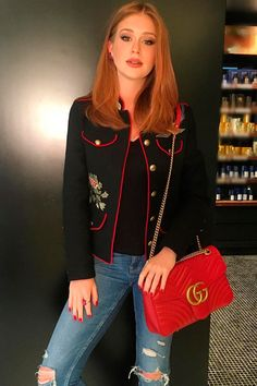Marina Ruy Barbosa bolsa vermelha
