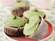 Eindeutig mein Lieblingsrezept! Schoko-Pistazien-Cupcakes - smarter - Zeit: 30 Min. | eatsmarter.de