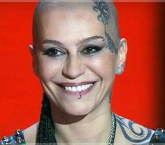 Bald Hairstyles For Women, Shaved Head Women, Bald Girl, Bald Women, Body Modifications, Halsey, I Tattoo, Shaving, Fashion Art