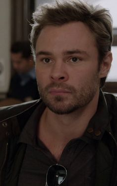 patrick john flueger height