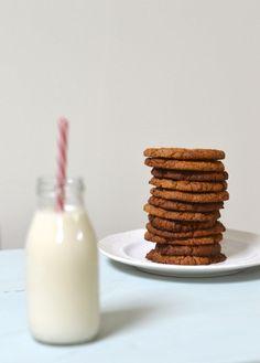 after school snack - 4 ingredient ginger nut cookies - gluten free Paleo Cookies, Ginger Cookies, Paleo Treats, Gluten Free Cookies, Yummy Cookies, Healthy Snacks, Healthy Kids, Eating Healthy, Clean Eating