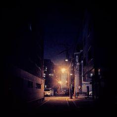 .@o_hong | #골목 #가로등 | Webstagram