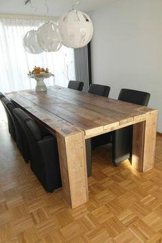 Dit is wel een heel mooie grote tafel...