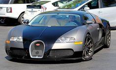 Famosos desfilam com carros de luxo; veja