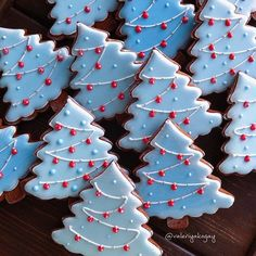 Here are the best Christmas Cookies decorations ideas for your inspiration. These Christmas Sugar Cookies decorated with royal icing are cutest desserts. Christmas Tree Cookies, Iced Cookies, Christmas Sweets, Christmas Cooking, Noel Christmas, Cookies Et Biscuits, Holiday Cookies, Cupcake Cookies, Gingerbread Cookies