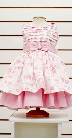 Love the bodice but with no over skirt. Little Girl Outfits, Cute Outfits For Kids, Little Girl Fashion, Little Girl Dresses, Toddler Fashion, Kids Fashion, Toddler Dress, Baby Dress, Girls Dresses Sewing