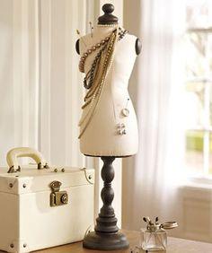 maquinas de coser, maniqui y maletas vintage - Google Search