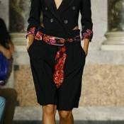 Especial Acessórios: Lenços (parte III) | Dani Romani Consultoria de Imagem  |  marc jacobs  |  scarf  |  waist  |  cintura  |  belt  |  cinto  |  show  |  fashion  |  accessories  |  acessórios  | acessório  |  moda  |  como usar