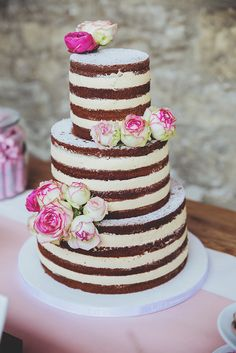 #nakedcake #hochzeitstorte Naked Cake als Hochzeitstorte #torte #hochzeit Romantische DIY Hochzeit   Hochzeitsblog The Little Wedding Corner