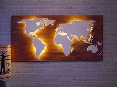 **Handgefertigte, einzigartige Weltkarte** mit Beleuchtung und 3D-Effekt im Vintage-Look!   Nord- und Südamerika, Afrika und Eurasien sind leicht erhöht angebracht und werden von unten mit einem...