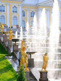 Peterhof Palace gardens and fountain in St. Petersburg, Russia