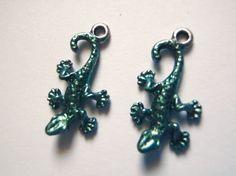 geco lucertole coppia di ciondoli di metallo argento tibetano smalto verde metallizato charm animali gioielli handmade craft lasoffittadiste