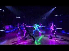 Chris Brown - Forever/Beautiful People (Dancing With The Stars Live)