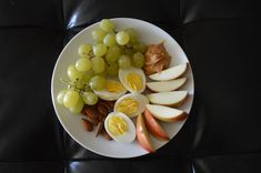 Smart Fuel Protein Pack with 2 organic eggs, small handful of raw almonds, 1 organic royal gala apple, 1 tbsp natural nut butter, and a handful of organic grapes. Did you know grapes boost immune system function? They also improve brain function and provide relief from constipation. This protein pack is full of healthy fats and good quality protein to fuel your body before a workout or eat as a perfect recovery snack!