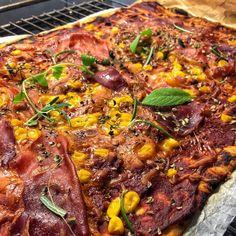Det kan godt være I tænker, kæft den dreng æder meget pizza 😅 men jeg taber mig altså efter planen og træner tungere end før 😏🤙🏽 #DanishMuscle #majs #mais #basilika #bodylabdk #homemade #tomat #fakeaway #diet #pizza #diæt #bodylab #dk #fitfamdk #aarhus #pancakes #cabonara #ketchup