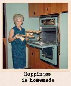 One of my apartments had this exact color scheme+~ Vintage Color Photograph ~+ Crushin on this aqua oven! Old Pictures, Family Pictures, Old Photos, Vintage Photos, Vintage Housewife, Vintage Thanksgiving, Vintage Interiors, Domestic Goddess, Thats The Way