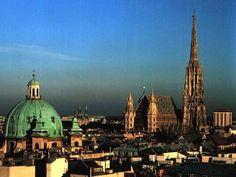 Esta ciudad es una de las más antiguas capitales de Europa. Durante el siglo XIX fue una de las grandes capitales del mundo y cuenta con un patrimonio arquitectónico muy importante, siendo uno de los principales centros culturales mundiales.