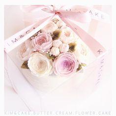 Beautiful package of KIM&CAKE #bakingclass#buttercream#cake#baking#wiltoncakes#weddingcake#버터크림케이크#wilton#flowers#buttercake#플라워케이크#wedding#버터크림플라워케이크#specialcake#birthdaycake#flower#플라워케익#rose#디저트#케이크#cupcake#dessert#food#beautiful#부케#bouquet#instacake#꽃스타그램#flowercake#peony @yoon2222222