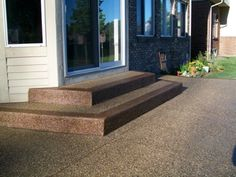 Patio 16 - Exposed Aggregate with contrast border on steps