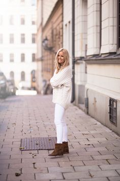 white jeans, chunky cableknit sweater, brown ankle boots, street style, #streetstyle, white in winter