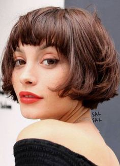 66 Chic Short Bob Hairstyles & Haircuts for Women in 2019 - Hairstyles Trends Choppy Bob With Bangs, Layered Bob With Bangs, Short Bobs With Bangs, Short Layered Haircuts, Short Hair With Layers, Short Bob Hairstyles, Layered Hairstyles, Short Bob With Fringe, Short Cuts